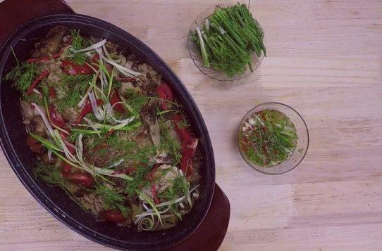 Cá chép om dưa cải chua, thịt ba chỉ