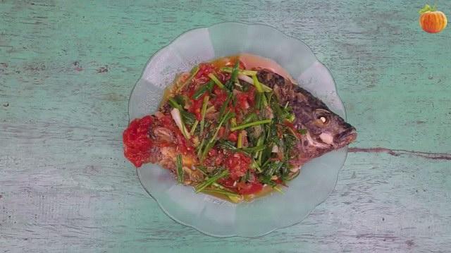 Cá rô phi rán sốt cà chua