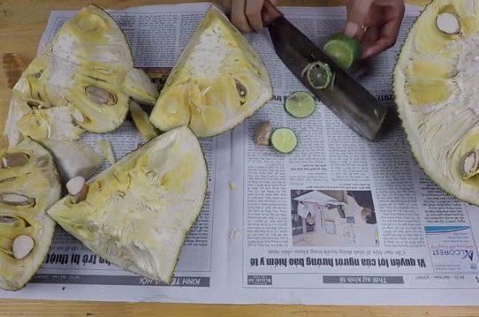 Cách bổ mít để không bị dính mủ nhựa lên tay và dao