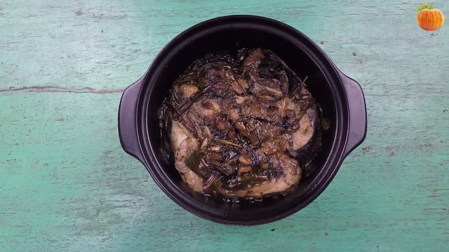 Cá nục kho rau răm