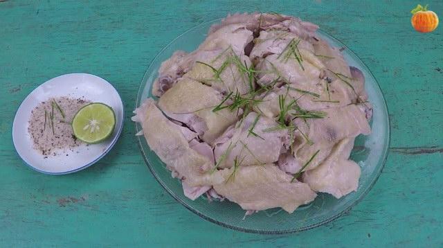 Cách chặt gà luộc kiểu truyền thống