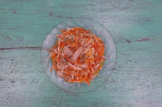 Củ cải xào thịt chua