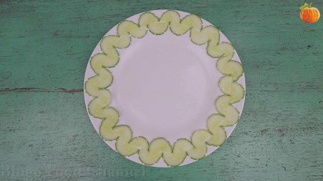 6 Cách trang trí đĩa thức ăn đẹp chỉ với 1 mẩu dưa chuột