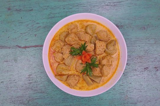 Gà viên nấu cà ri chay