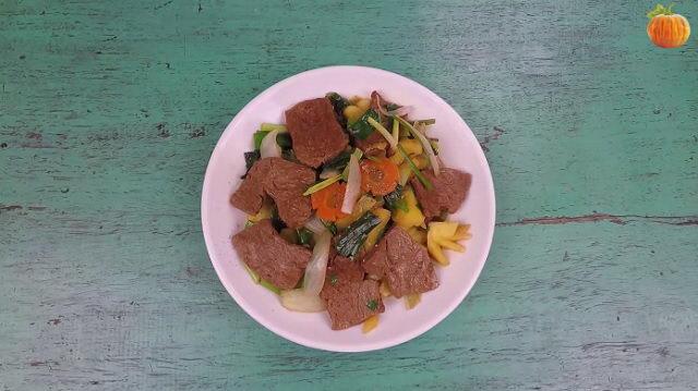 Thịt bò chay xào dứa